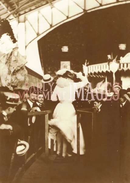 media-image-015-le-coup-de-vent-the-rush-of-the-wind-luna-park-paris-1903-rp