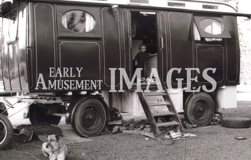 media-image-072-showmans-molycroft-living-wagon-rp