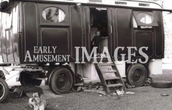 media-image-072-showmans-molycroft-living-wagon-rp
