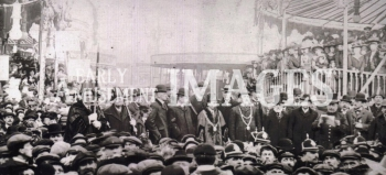 media-image-088-the-mayor-dignitaries-declare-lynn-mart-fair-open-kings-lynn-norfk-1910-rp