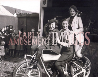 media-image-102-wall-of-death-riders-skid-skinners-bomb-shells-in-1939